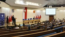 podpisanie umów w Świętokrzyskim Urzędzie Wojewódzkim dot. dotacji dla dzieci z pieczy zastępczej