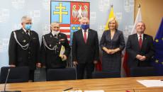 Przedstawiciele Osp Krzczonowice, marszałek i wicemarszałkowie