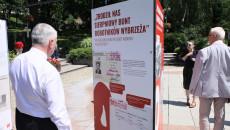 Marszałek Andrzej Bętkowski Ogląda Plansze Wystawy
