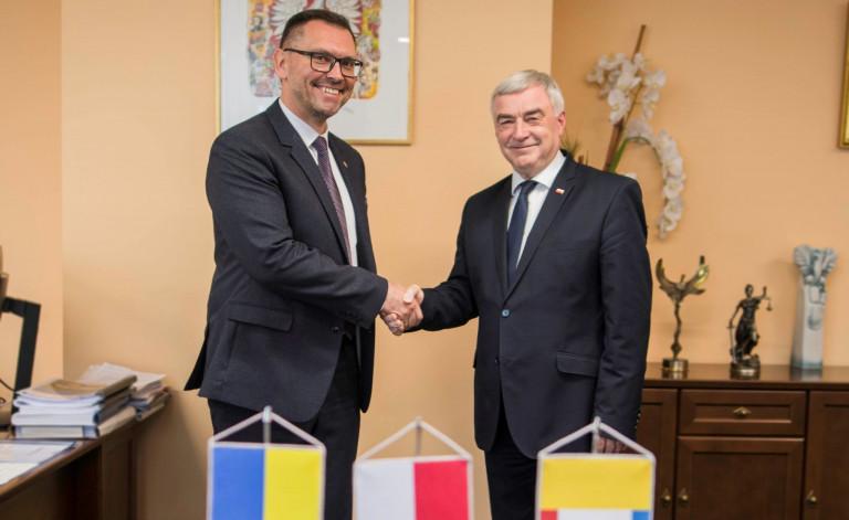 Gościliśmy konsula generalnego Ukrainy. Marszałek przekazał pomoc dla poszkodowanych przez powódź mieszkańców ukraińskich obwodów