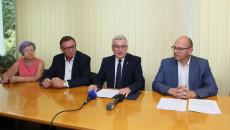 Podpisanie Umowy Na Termomodernizację Solca Zdroju Przedstawiciele Samorządu Gminy I Marszałek Andrzej Bętkowski