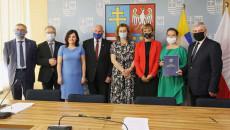 Uczestnicy I Sygnotariusze Porozumienia O Współpracy Na Rzecz Wypracowania Innowacyjnego Rozwiązania W Zakresie Zagospodarowania Komunalnych Osadów ściekowych I Popiołów Ze Spalania Biomasy