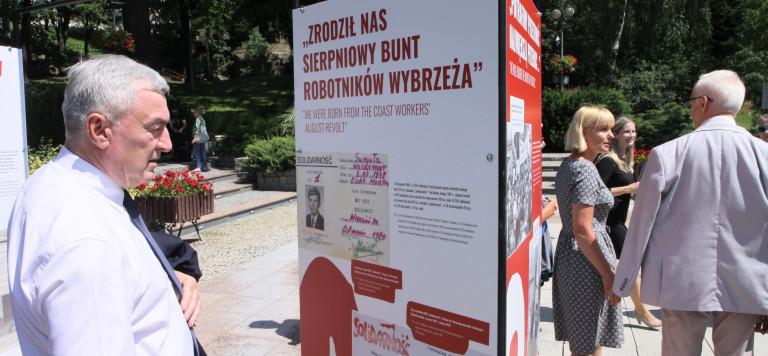 """W Starachowicach zaprezentowano wystawę """"Tu rodziła się Solidarność"""""""