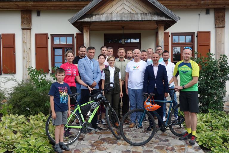 Rowerem przez świętokrzyskie lasy. Rozmowy o przebiegu tras rowerowych w regionie
