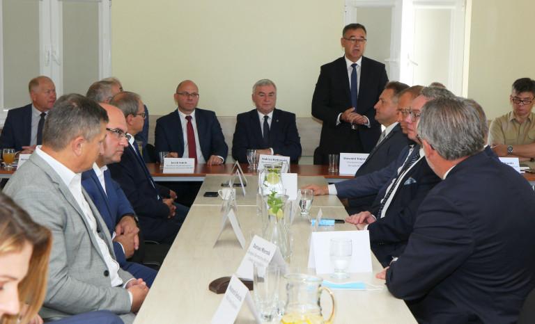 Marszałek Andrzej Bętkowski podczas konsultacji Strategii Województwa 2030+ w Bielinach
