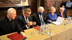Podpisanie umowy na rozbudowę Osady Średniowiecznej oraz rewitalizację klasztoru na Świętym Krzyżu