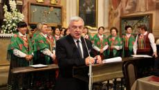 Marszałek Andrzej Bętkowski przemawia w kaplicy Oleśnickich na Świętym Krzyżu