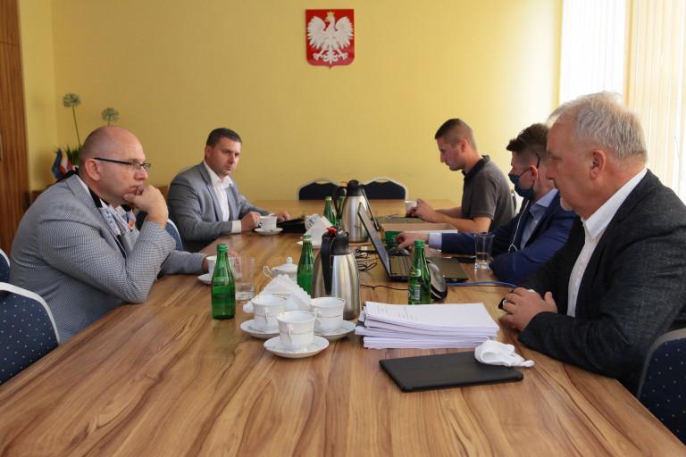 Uczestnicy posiedzenia Komisji Strategii Rozwoju Sejmiku Województwa Świętokrzyskiego