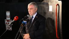 Marszałek Andrzej Bętkowski przemawia przed podpisaniem umów na dotację rewitalizacji kolejki wąskotorowej Ponidzie