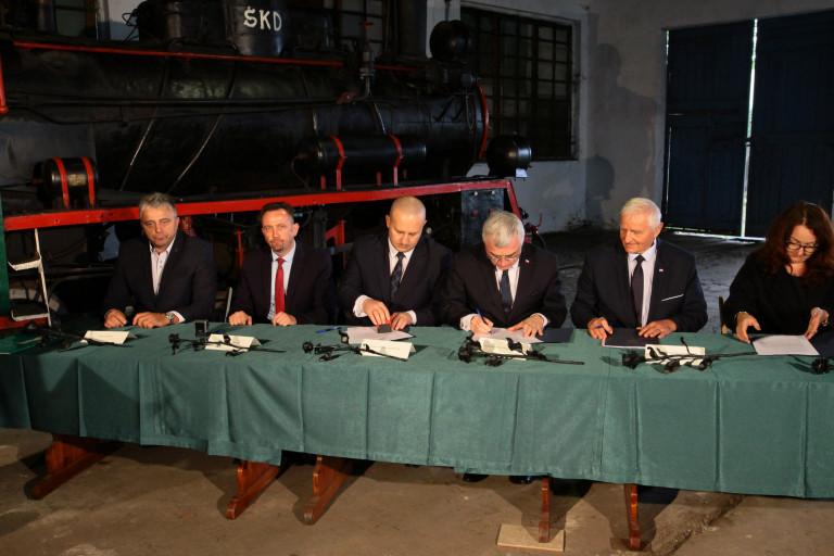 Podpisanie umowy na dofinansowanie rewitalizacji kolejki wąskotorowej Ponidzie