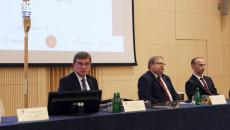 Prezydium Przewodniczący Andrzej Pruś radny Paweł Krakowiak i radny Sławomir Gierada