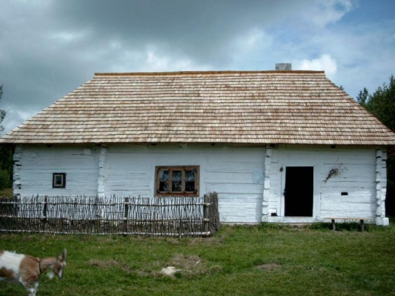 Muzeum Wsi Kieleckiej Jedna Z Chałup Wiejskich