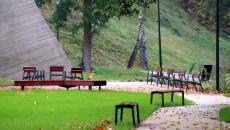 Alejki I ławeczki Na Terenie Parku