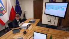 Przewodniczący sejmiku Województwa Świętokrzyskiego Andrzej Pruś podczas zdalnej sesji Sejmiku
