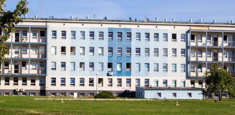 Służby medyczne z podmiotów zewnętrznych przystępują do szczepień w Wojewódzkim Szpitalu Zespolonym w Kielcach