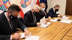 Składanie Podpisów Pod Dokumentem Umowy O Przekazaniu Zadania