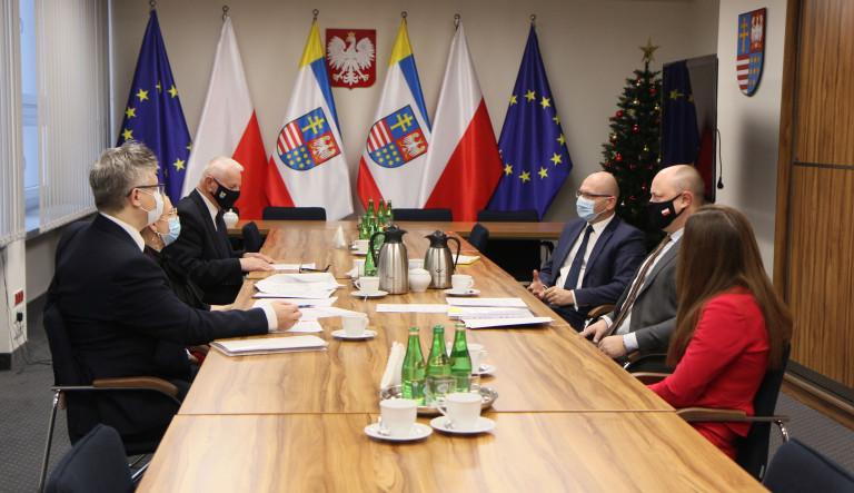 Uczestnicy zgromadzenie wspólników Funduszu Pożyczkowego Województwa Świętokrzyskiego