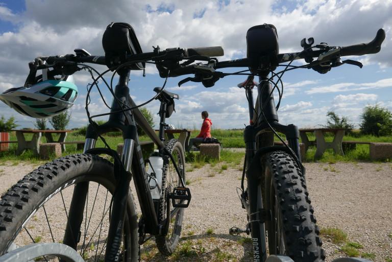 Odpoczynek Na Rowerowej Przystani Przy Wąskich Torach
