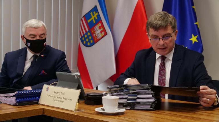 Marszałek Oraz Przewodniczący Sejmiku Podczas Sesji W Dniu 29 Marca 2021