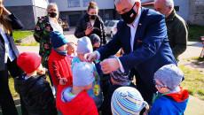 Marszałek Wręcza Medale Dzieciom Z Przedszkola