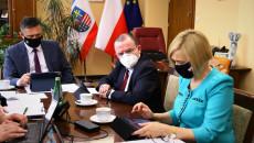 Tomasz Jamka, Marek Bogusławski I Renata Janik Siedzący Za Stołem.