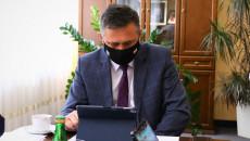 Tomasz Jamka Przy Ekranie Komputera