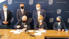 Uroczyste Podpisanie Umów Na Dofinansowanie Robót Budowlanych W Obiektach Służących Rehabilitacji Osób Z Niepełnosprawnościami