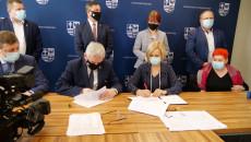 Uroczyste Podpisanie Umów Na Dofinansowanie Robót Budowlanych W Obiektach Służących Rehabilitacji Osób Z Niepełnosprawnościami (4)