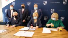 Uroczyste Podpisanie Umów Na Dofinansowanie Robót Budowlanych W Obiektach Służących Rehabilitacji Osób Z Niepełnosprawnościami (7)