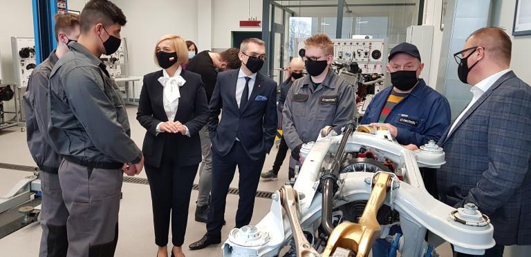 W Centrum Kształcenia Zawodowego Ck Technik W Kielcach Powstała Pracownia Patronacka Firmy Mercedes Nobiles Motors Sp. Z O. O.