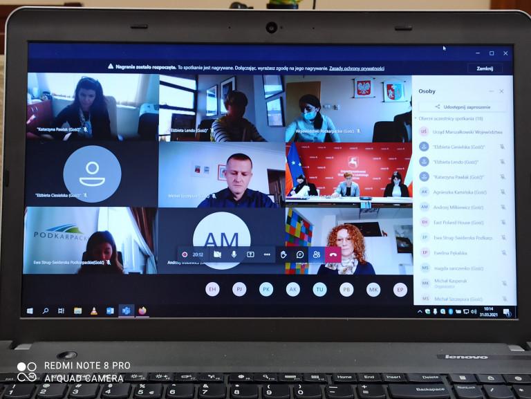 Дистанционное заседание Рабочей группы Дома Восточной Польши в Брюсселе. Просмотр экрана компьютера и участников