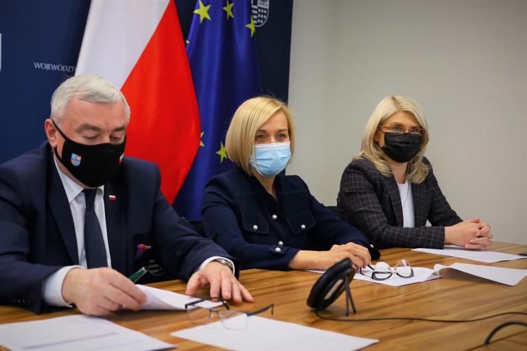 Marszałek Andrzej Bętkowski, Wicemarszałek Renata Janik Oraz Dyrektor Departamentu Wdrażania Europejskiego Funduszu Społecznego Katarzyna Kubicka