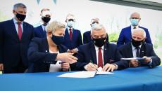 Podpisanie Umowy Na Realizację Projektu Związanego Z Zabezpieczeniem Ostrowca Świętokrzyskiego I Gminy Bodzechów Przed Zalewaniem Przez Rzekę Modłę