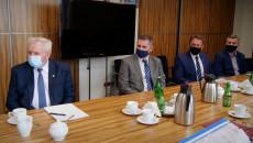 Samorządowcy Powiatu Kieleckiego Poczas Spotkania W Urzędzie Marszałkowskim Dotyczącego Powołania Społecznej Inicjatywy Mieszkaniowej