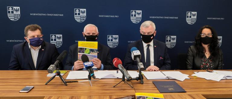Umowę Na Wsparcie Podpisali Andrzej Betkowski, Marek Jońca, Ewa Kotarska