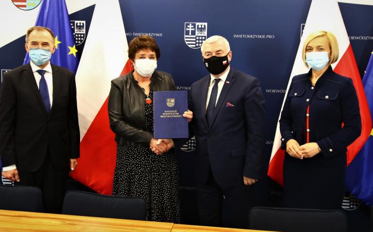 Uroczyste Przekazanie Umowy Na Dofinasowanie Modernizacji Energetycznej Dwóch Budynków Placówki Opiekuńczo Wychowawczej W Małachowie
