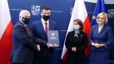 Uroczyste Przekazanie Umowy Przez Marszałka Andrzeja Bętkowskiego, Na Ręce Wójta Bogorii, Marcina Adamczyka