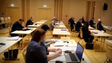 Radni Województwa Podczas Obrad 32 sesji W Filharmonii Świętokrzyskiej. Na pierwszym planie, w ławie, pani mecenas z laptopem