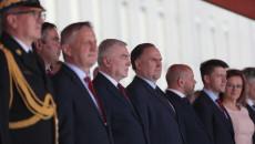 Grupa Osób Przed Wejściem Do Urzędu Wojewódzkiego, Wśród Nich Andrzej Bętkowski