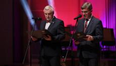 Marszałek Andrzej Bętkowski oraz przewodniczący Sejmiku Województwa Andrzej Pruś przemawiają ze sceny