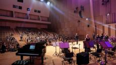 Scena oraz widownia Filharmonii Świętokrzyskiej - widok zza kulis