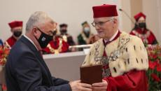 Marszałek A. Bętkowski Odbiera Medal Zasłużony Dla Ujk Wkielcach Z Rąk Rektora Ujk Prof. Dr Hab. S. Głuszka