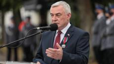 Marszałek Andrzej Bętkowski zwraca się do funkcjonariuszy, dziękując Za Odznaczenie