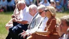 Świętokrzyscy samorządowcy i parlamentarzyści na mszy świętej pod gołym niebem