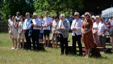 Świętokrzyscy samorządowcy i parlamentarzyści na mszy świętej odprawianej na świeżym powietrzu