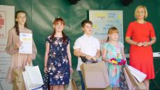 Pamiątkowe Dyplomy Laureaotm Konkursu Wręczyli Wicemarszałek Renata Janik