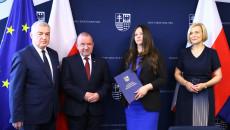 Pamiątkowy Dyplom Odbiera Agnieszka Buras