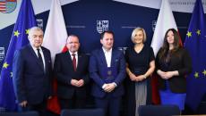 Pamiątkowy Dyplom Odbiera Grzegorz Kędzierski