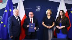 Pamiątkowy Dyplom Odbiera Marek Bogusławski