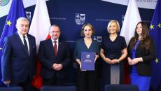 Pamiątkowy Dyplom Odbiera Paulina Papka